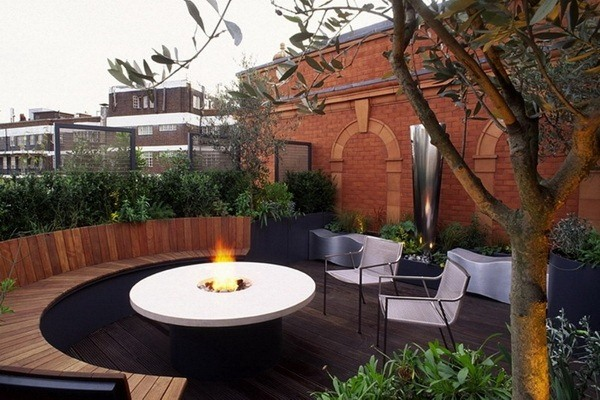 Roof-Garden-Design-Ideas-with-White-Round-Table